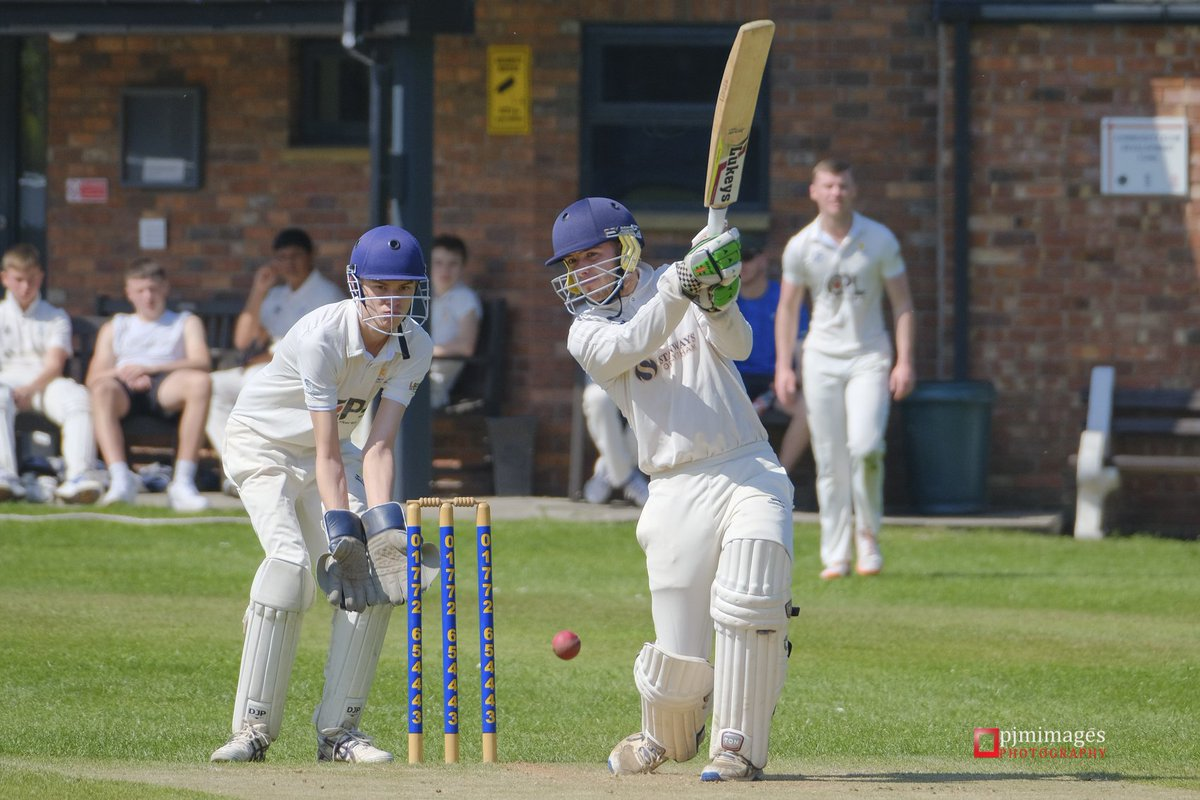 My first attempt at photographing cricket was a learning experience but got a few shots of @PenworthamCC V @FandBCC Full set of 50 pics here: https://www.flickr.com/gp/pjmimages/hpk0B9… #Preston #Cricket #SportsPhotography