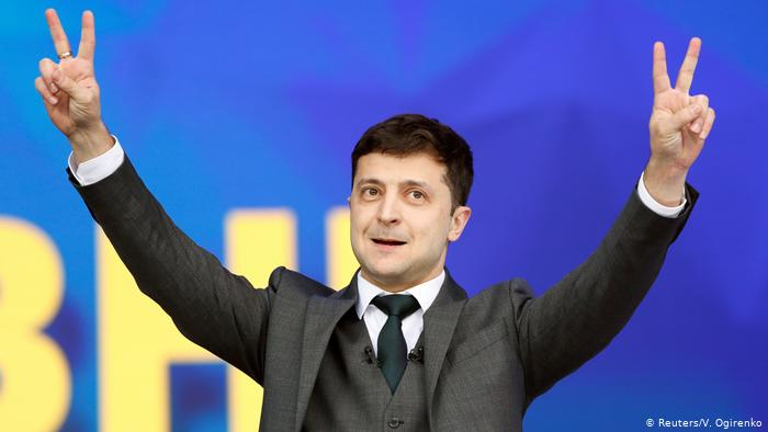 #BREAKING Volodymyr Zelenskiy, a comedian who plays a fictional president on a TV show, wins Ukraine's real election   National Exit Poll: 72.7% for Zelesnkiy 27.3% for Poroshenko