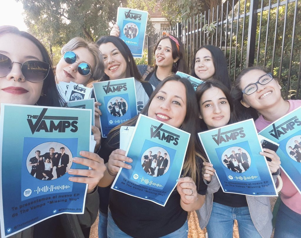 Yesterday we been promoting #MissingYou EP in Argentina! @TheVampsJames @TheVampsband<br>http://pic.twitter.com/QjXaXPnPTq