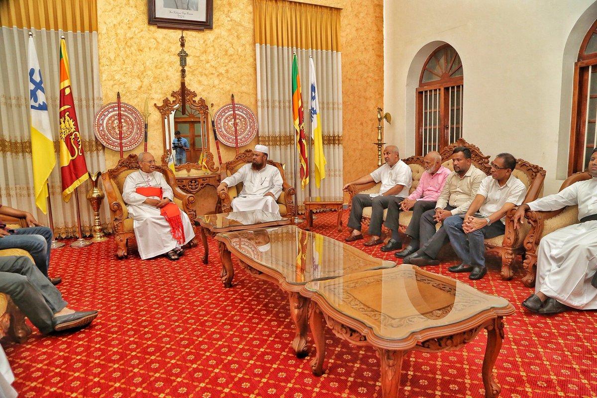 All Ceylon Jam'iyyathul Ulama President Rizwe Mufti and Some Muslim Ministers, MPs met ArchiBishop Malcom Cardinal Ranjith at his Residence. #lka #EasterSundayAttacksLK #Colombo #EasterAttackSL @rbathiudeen @Rauff_Hakeem @munza14 @AzzamAmeen @ACJUNEWS @colombogazette @Almashoora