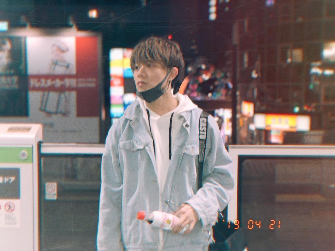 "190421 | longnetung | Instagram  ""Full day with training and good mood 😛 GN my friends. 😴 #Training #streetphotography #photography #instamood #Tokyo""  #邓烺怡 #DengLangyi #LongneTung #Mavericks #麦锐娱乐 #MRX #IdolProducer #爱贝克思 #Avex"