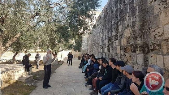 Israeli settlers storm al-Aqsa Mosque, perform Passover prayers http://ptv.io/2ixg  #Israel #AlAqsa