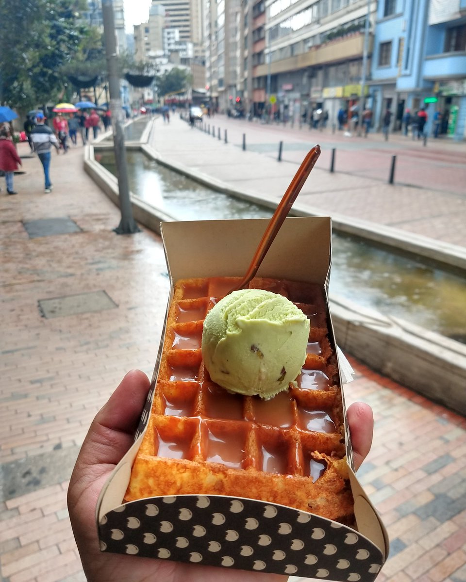 Waffle, dulce de leche y helado de pistache ♥️♥️♥️ . . . . . #waffles #icecream #love #desserts #foodies #eating #eat #walking #veggiefood #veggie #munchies #time #amazing #deli #delicious #tbt #bhfyp #me #photooftheday #photooffood #foodporn #pic #blogger #bloggerstyle #blog  – at Crepes & Waffles