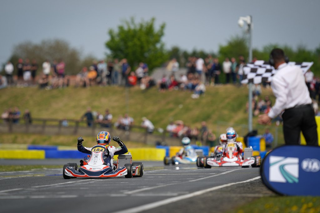I've just posted on my #Blog about: FIA Karting - Two big winners in Angerville: Taponen in Junior and Patterson in OK http://bit.ly/2UKj6Q1 #BloggersBlast