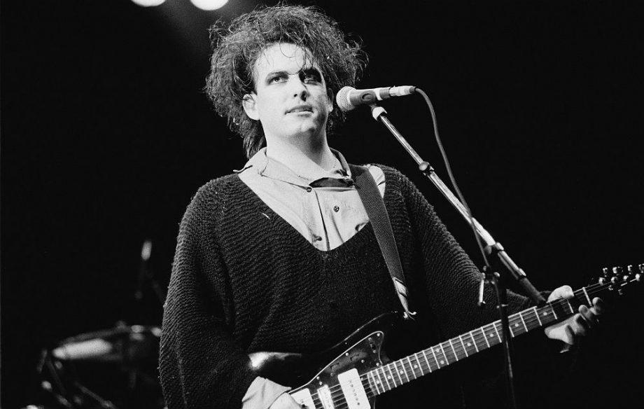 Hoy cumple 60 años Robert James Smith, más conocido como Robert Smith! Co-fundador y líder de la banda inglesa de rock alternativo The Cure. #music #thecure #radiox #radio #robertsmith #cumpleaños
