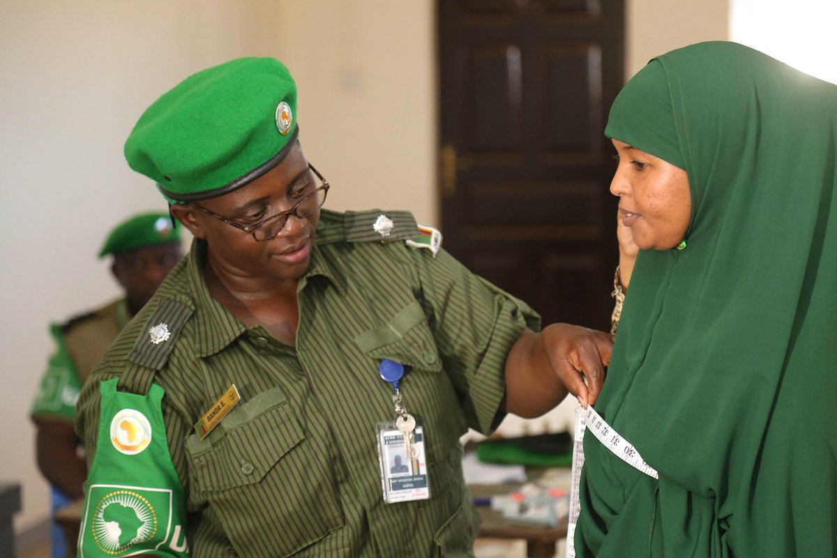 #HirShabelle has launched the second phase of its police recruitment with the enlisting of 200 youths. The state plans to recruit 800 police officers under a grand programme supported #AMISOM, EU &amp; the UK.  http:// bit.ly/2ULsFOx  &nbsp;  <br>http://pic.twitter.com/Hi1FZtlvCo