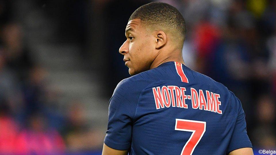 "Spelers van PSG spelen titelmatch met ""Notre-Dame"" op hun shirt.  https://api.sporza.be/permalink/web/articles/1528388163061… #Ligue1 ⚽️🇫🇷"