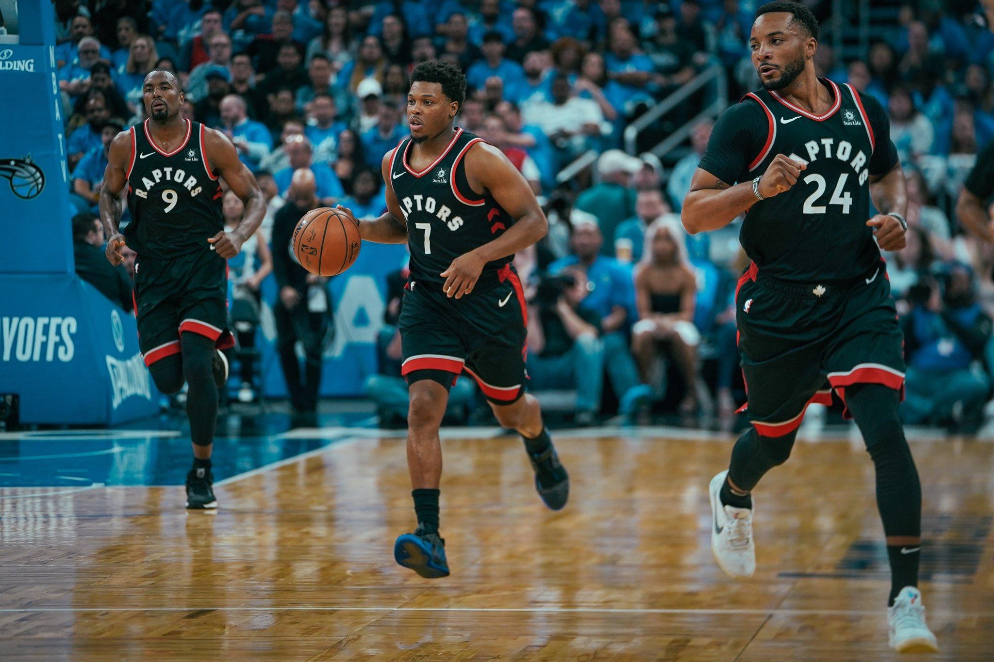 Los jugadores de los Raptors en el partido frente a los Magic (Foto: Toronto Raptors).