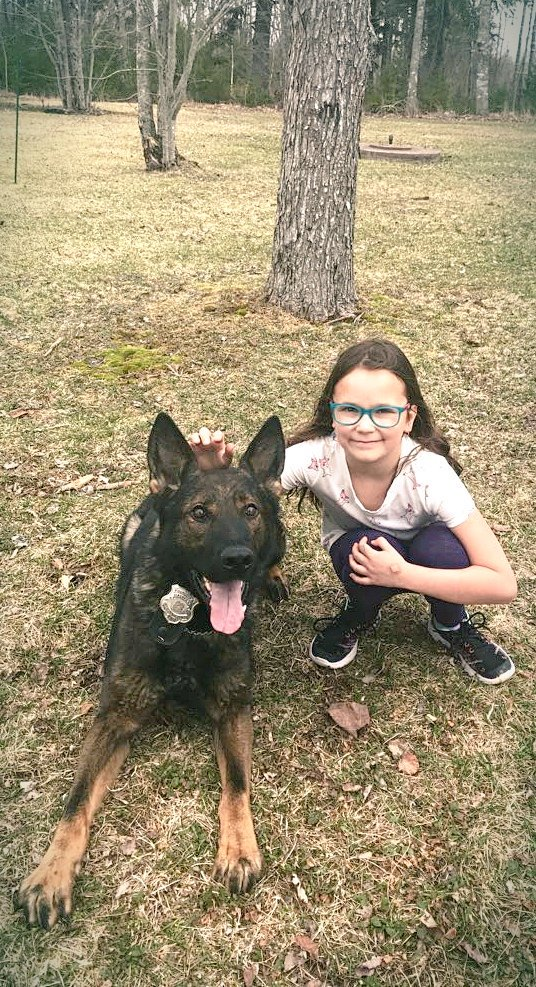 PSD Morgan dropped by and acknowledge this young lady&#39;s compassion for animals. This little lost dog whisper went out of her way to rescue a dog that had been lost for several days.  Morgan shared some ear rubs today with Rachel. @HfxRegPolice #awesomekiddo #HappyEaster<br>http://pic.twitter.com/4Dg4pMIhEH