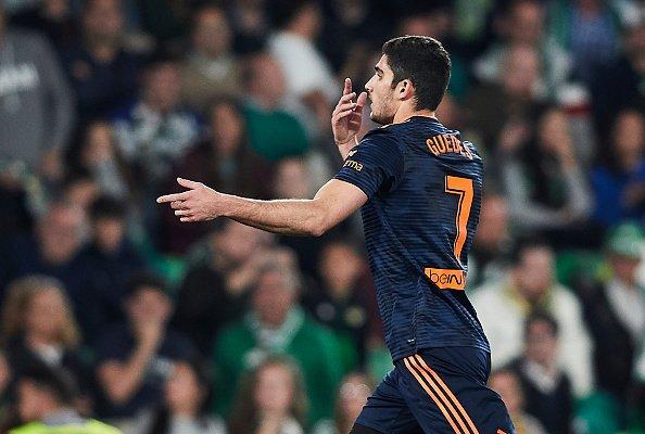 Valencianın derinde kurt gibi pustuktan sonra açık saha hücum keskinliği Velalı Herreralı Lozanolu Dünya Kupası Meksikayı andırıyor baya. O Almanya maçı gibi. O kadar direkt ki kontrol hastası Quique Setieni nakavt etti 45 dkda. Topu salan yapılar için ideal örnek Valencia.