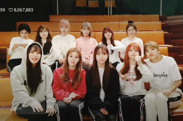 kwizone comment:  &quot;the reason why all the izone members were calm and endearing in today&#39;s vlive&quot;          with eunbi          without eunbi <br>http://pic.twitter.com/yWwgY8Zfck