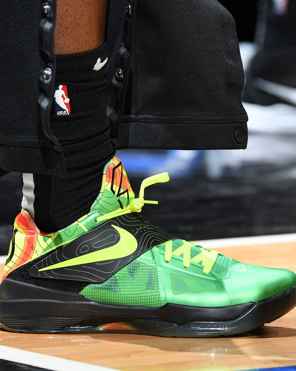 """Wowwwww Trezz brought out the """"Weatherman"""" KD4 while playing against KD."""