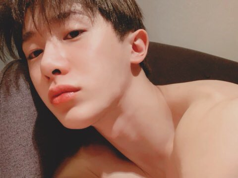 190422 MX Talk Tok  [MONSTAX_WH] Too sexy so I cropped it <br>http://pic.twitter.com/ELyQQ9Y9QX
