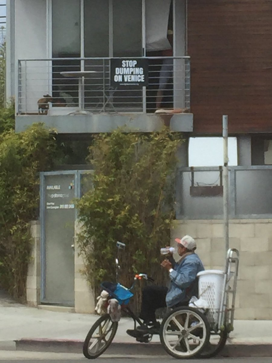 Venice neighborhood councilmember Jamie Paige —who's only lived here for 6 years—hides behind her curtain, the cops, and classism, not daring to cross the street and listen to what's being said. We stand with our unhoused neighbors in demanding #ServicesNotSweeps! @mikebonin<br>http://pic.twitter.com/wUVHgANbO2