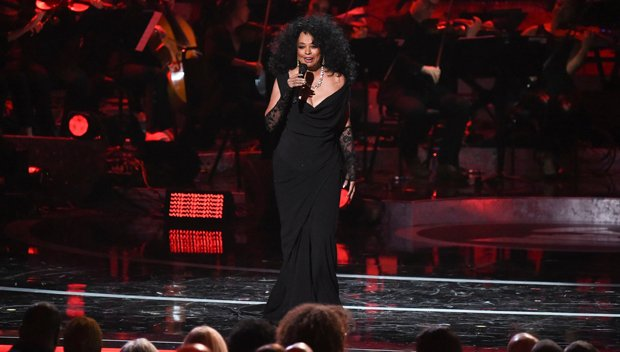 BOW DOWN TO DIANA ROSS! She absolutely KILLED IT with her performance at #Motown60!  http:// hollywood.li/IuXfCBi  &nbsp;   #GRAMMYsMotown60  http:// hollywood.li/IuXfCBi  &nbsp;  <br>http://pic.twitter.com/Q9YAUz4Xp0