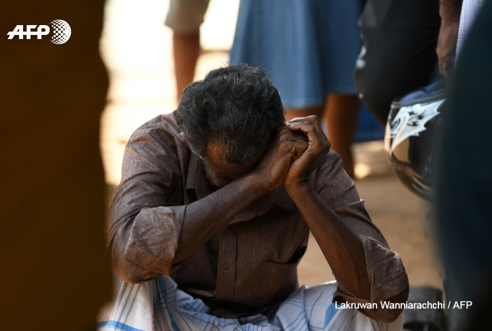 #UPDATE At least 290 are now known to have died in Sri Lanka after eight apparently co-ordinated explosions targeted Easter worshippers and high end hotels popular with international guests, with a further 500 wounded  http:// u.afp.com/JxxM  &nbsp;  <br>http://pic.twitter.com/XoNrQo2zCg