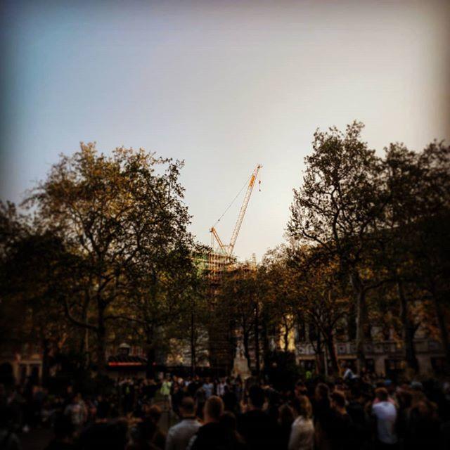 #london #kpv #leicestersquare #unitedkingdom #greatbritian #love #gönnung #sun #yellowcrane #cranecitypic.twitter.com/ng8cbIl7Bn