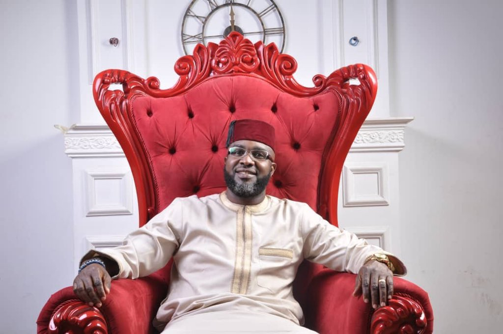 May God&#39;s light shine perpetually upon you. Happy birthday and many happy returns. @Ayourb<br>http://pic.twitter.com/XyLah4BJSj