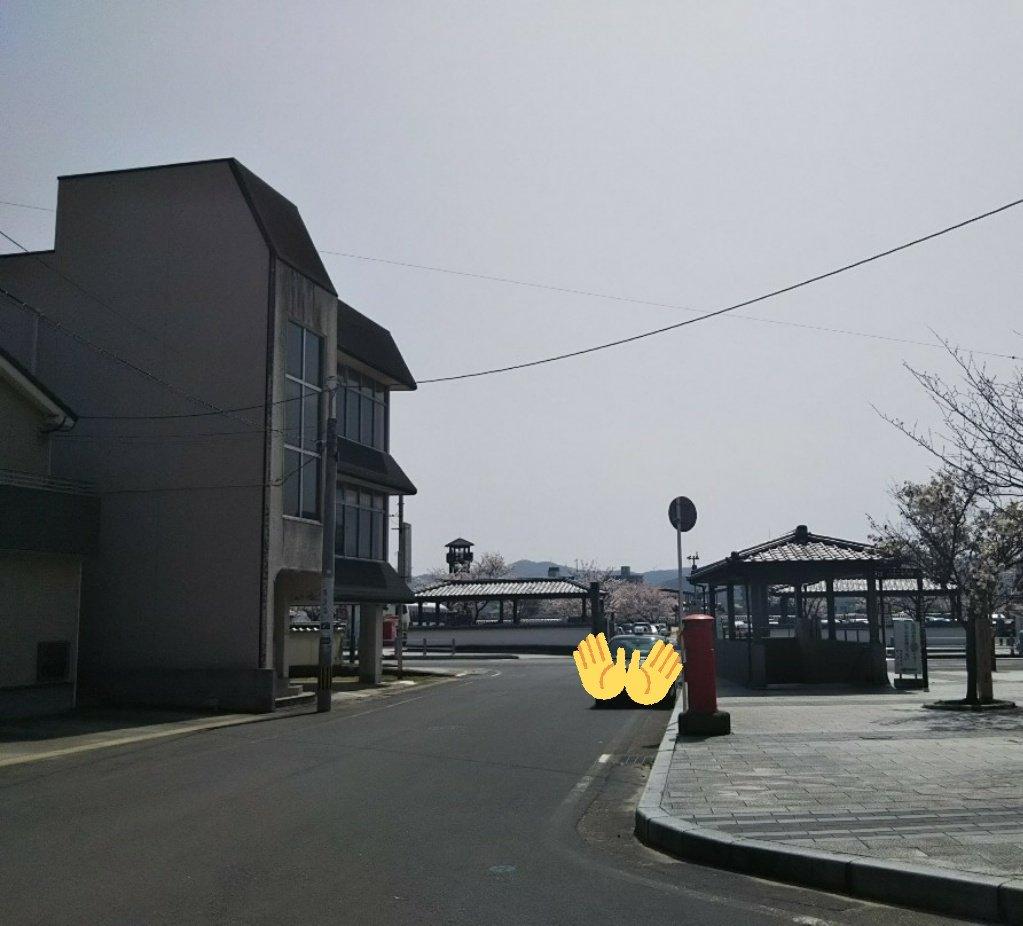 【唐津聖地巡礼】#yurionice 唐津城:長谷津城のモデル  お城の周辺では勇利がトレーニングに励んだ道路や階段を味わえます。  ※西の浜側にある斜行エレベーター(片道100円)の利用もオススメですが、藤棚は遠まわりになります。