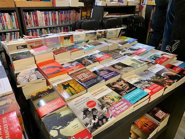 6 auteurs, 20 librairies : la littérature s'égrène en Nouvelle-Aquitaine https://www.actualitte.com/t/nYZVMShL  😙😙#librairie #tournée #rencontre #auteurs @LibNouvelleAqui @LaLibGenerale @CalligrammesLR @libgeorges