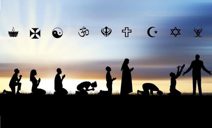 İncil'in ilk emri; Sev.. Tevrat'ın; Yaşat.. Kur'an'ın; Oku.. Hristiyan sevmedi, Yahudi yaşatmadı, Müslüman okumadı.