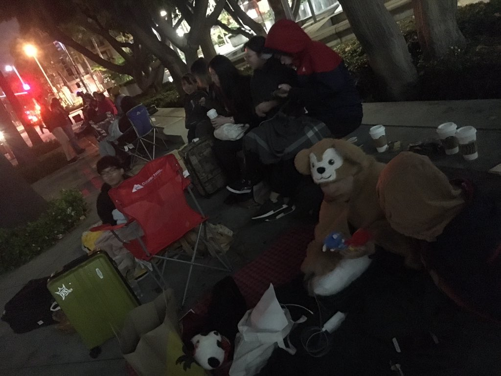 @RobertDowneyJr @ChrisEvans @MarkRuffalo @MarvelStudios @Russo_Brothers #avengersendgamepremier #EndgamePremiereLA  Hey Avengers, we are camping out lacc to wait for the premiere, but we don&#39;t want to be kicked out by the security. Could you please let us in the premier? Thanks! <br>http://pic.twitter.com/pP5dRBjYMK