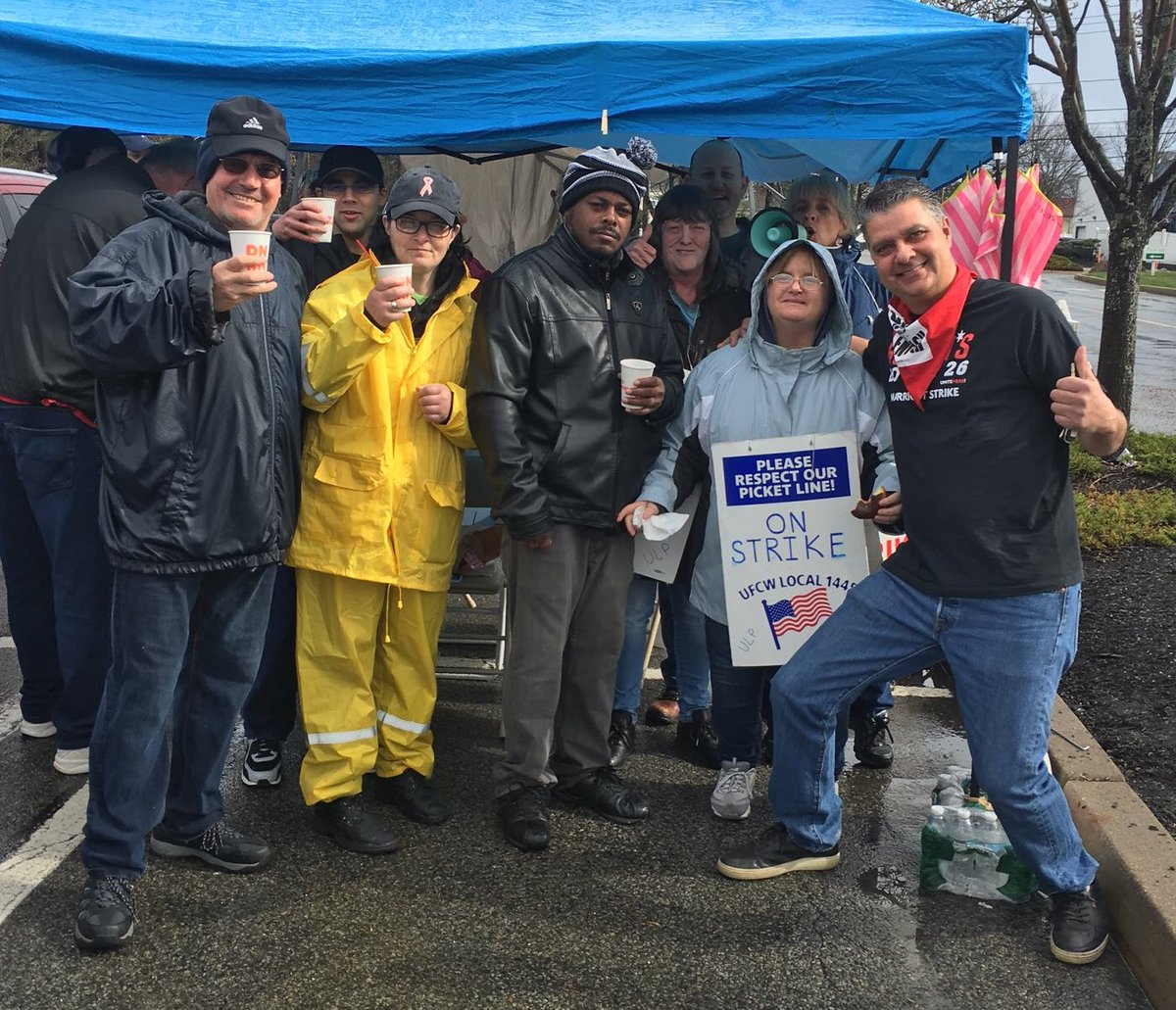 Congratulations to the @StopandShop Strikers on your new union contract! #StrikesWork #1u <br>http://pic.twitter.com/q79H2Z7hic