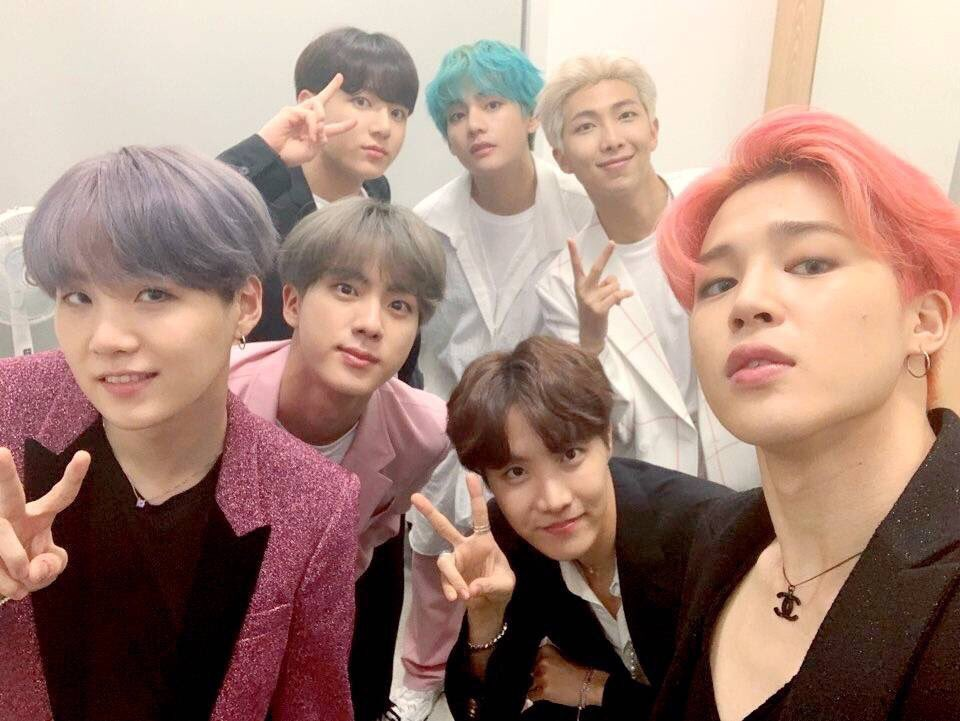 A.R.M.Y, getting ready for the #BBMAs  voting that's coming up real soon?   We can do this. Don't be distracted. Follow the rules. And of course vote.   Trust in #BTS &amp; #ARMY  @BTS_twt @bts_bighit<br>http://pic.twitter.com/K2FKp96B03