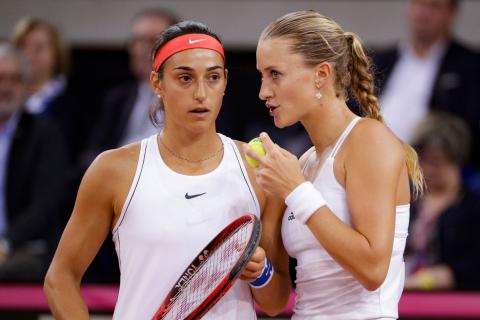 Garcia, Mladenovic win decisive doubles over Halep, Niculescu to send France to Fed Cup final #FelizLunes #FedCup  http:// flip.it/5wLQWz  &nbsp;  <br>http://pic.twitter.com/DrkIBhsS5I