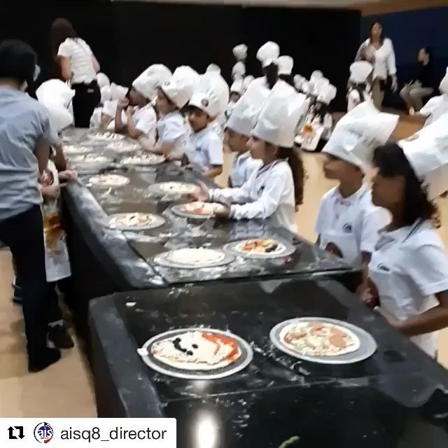 #Repost @aisq8_director ・・・ #aisq8 #kg2 making yummy pizza 🍕with Pasta Mania in the Dr. Kamil AlRayes Theater. Enjoy the food 😊