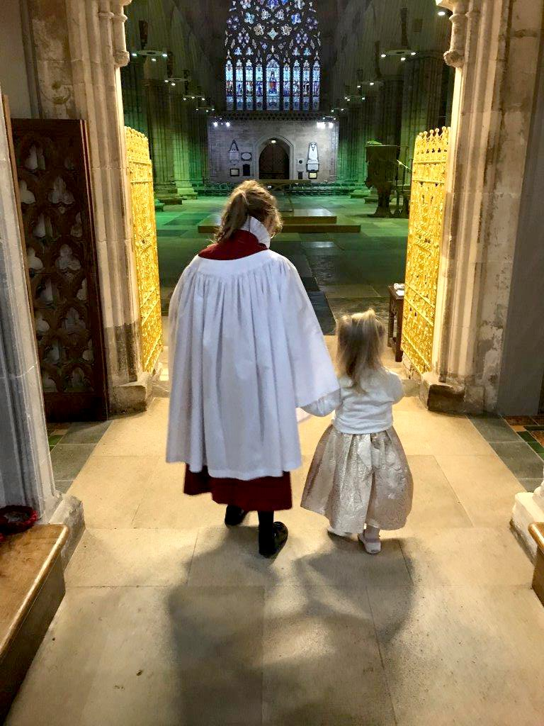 Shortly after a baptism in the Cathedral - one of those special chorister moments. #choristers https://t.co/hpSGvv2j63
