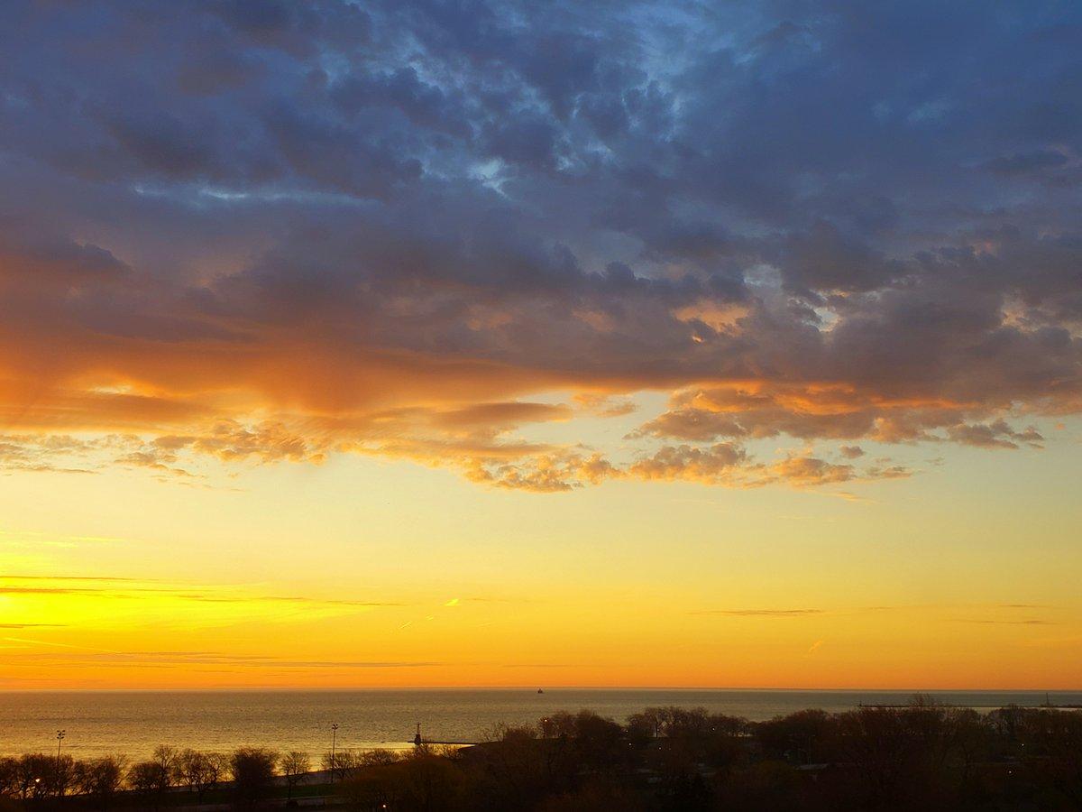 Happy Earth Day From The Chicago Files! #EarthDay #EarthDay2019 #naturelovers #NaturePhotography #MondayMotivation #sunrise #LakeMichigan #Chicago @TheWeatherNetUS @edjlazar #GreatLakes #earth #clouds #mothernature @MondayBlogs #MondayBlogs wp.me/p4doQv-1YW