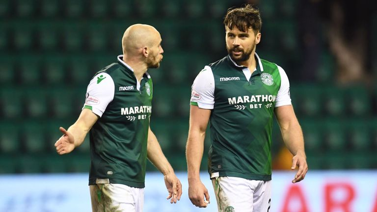 Hibernian defenders David Gray and Darren McGregor have signed new four-year contracts with the club. #SSN   http:// skysports.tv/5uwT98  &nbsp;  <br>http://pic.twitter.com/K485tnDQmn