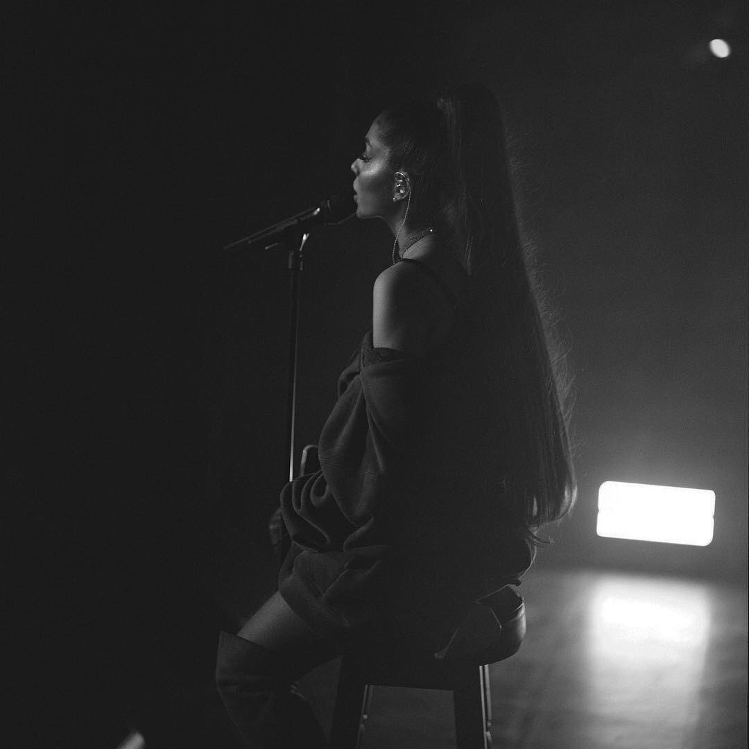 .@ArianaGrande has now surpassed 28 million followers on Spotify! She remains the second most-followed female act on the platform, behind @rihanna (31 million). <br>http://pic.twitter.com/x8ixH1RPip