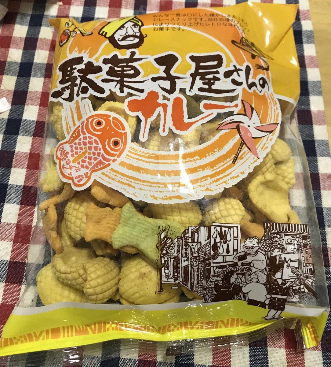 test ツイッターメディア - ダイソーで売ってたので衝動買いした懐かしい味の「駄菓子屋さんのカレー」。発売元はやおきん。黄色いのが切り込みが入ったイカの切り身のイメージとは気づかなかった。久しぶりに食べると美味い☺︎ #駄菓子 #やおきん #ダイソー https://t.co/OUkVP4MmJF