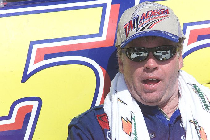 On this date in 2001, the late Bobby Hamilton (with a push from teammate @FrontRowJoe87) stormed by @TonyStewart coming to the white flag to claim his first and only victory at @TalladegaSuperS. �