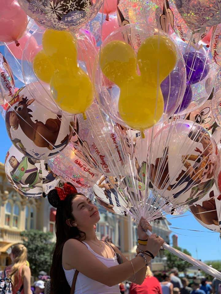 Get that unforgettable feeling in one of the most memorable moments... #disney #wdw #balloons #happiness #FLAvacay to book your next Disney Vacation call 313-784-2842 or visit our website