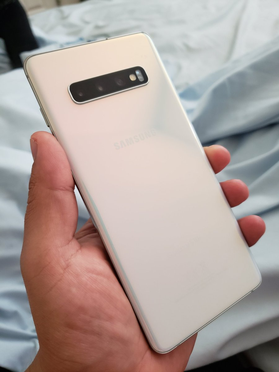 I hate being sick.. But at least I get to keep myself occupied with these beautiful devices the Samsung #GalaxyS10Plus &amp;amp; #GalaxyNote9 Thank you @SamsungMobileUS for providing such awesome phones! #WithGalaxy<br>http://pic.twitter.com/8Zr0Usc4FY