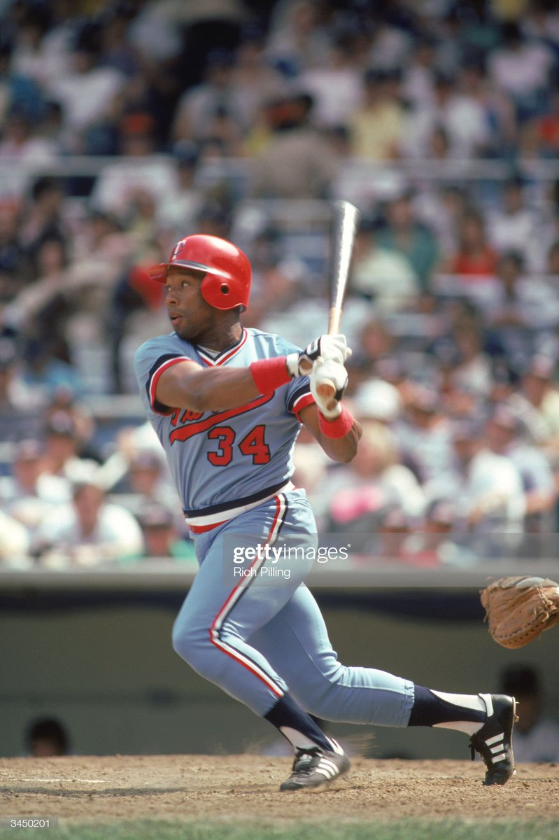 4/22/85   In his 141st career game, #MNTwins  OF Kirby Puckett hits his first career homer. <br>http://pic.twitter.com/QDKQWSFwQs