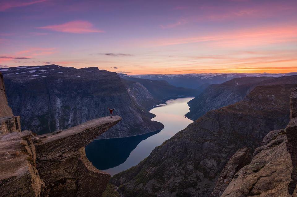 #MondayMotivation Trolltunga #sunset 😍© Trolltunga Adventures @TrollAdventure #Norway #fjords #travel #hiking #sunsets @fjordnorway @epicfjords 🌅