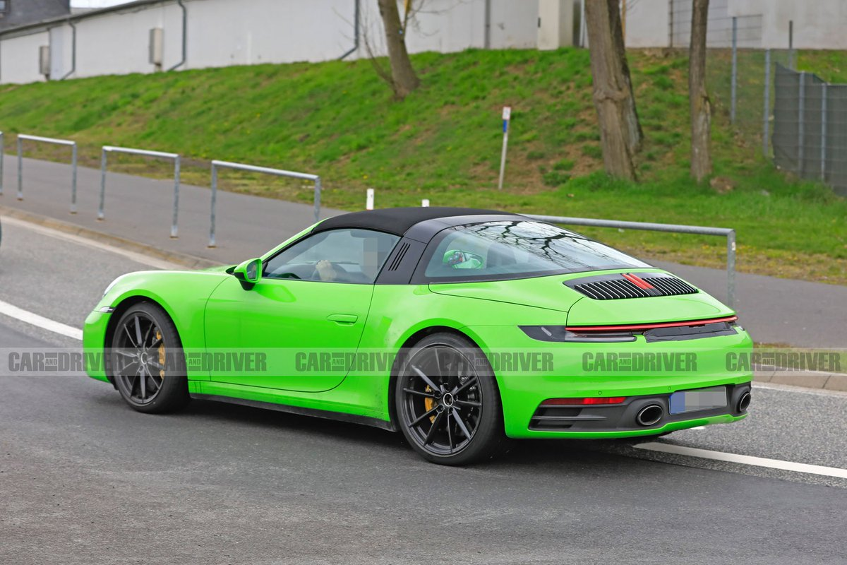 The 992 Porsche 911 Targa Is Keeping Awesome Retro Roof Http Crdrv Co Akopypf Pic Twitter Ympov1hqdd