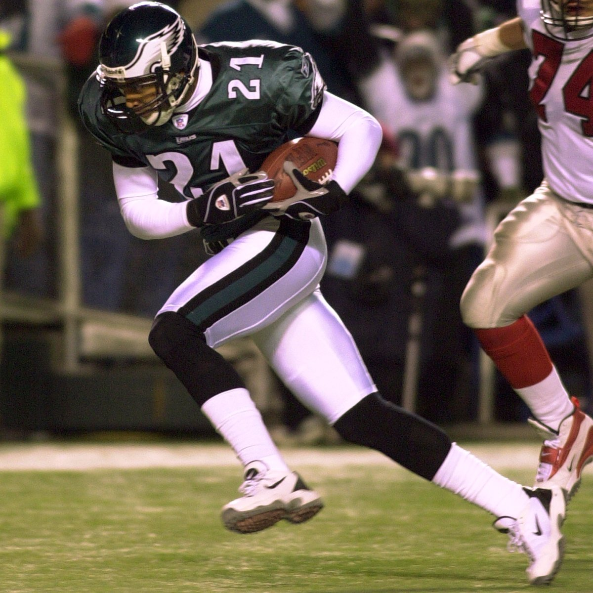 April 22nd has been good to us.  On this day in 1995, we selected @BobbyTaylor21. Fifteen years later, we selected @brandongraham55.   #FlyEaglesFly <br>http://pic.twitter.com/KX80VDDtbi