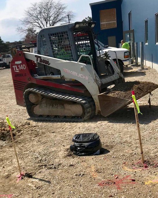 #Construction Time #Install season is on. #Flagpole Installation is a process. #Internal #Halyard #FamilyCenter @Addison,IL https://t.co/0BzDk1XaXC https://t.co/QcEjJtiFHv