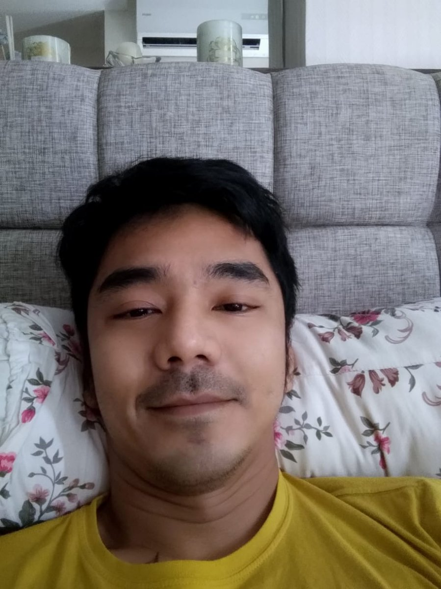 Let me show the prettiest morning selfie of @Uki23 to the world. Happy 35th birthday!