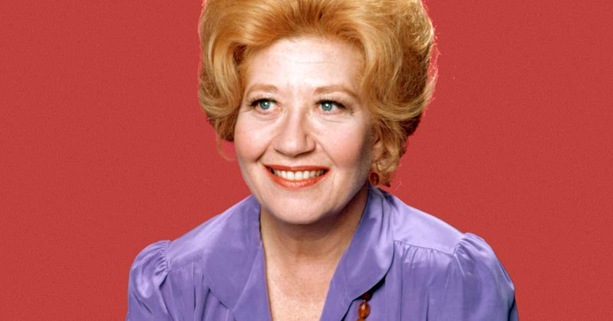 The late Charlotte Rae was born today in 1926. Rae was known for her portrayal of Edna Garrett in the sitcoms &quot;Diff&#39;rent Strokes&quot; and its spin-off, &quot;The Facts of Life&quot;. #80s #80stv<br>http://pic.twitter.com/dWRdsJVXUs