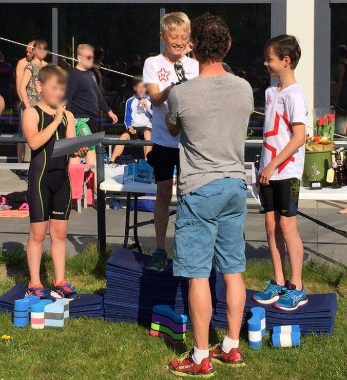 test Twitter Media - #dirkwijnalda mocht de prijzen uitreiken. Hoe leuk is dat als je zoon op het hoogste treetje staat bij #paaszwemloop @hellastriathlon @HellasUtrecht https://t.co/SNeSMYVK2P