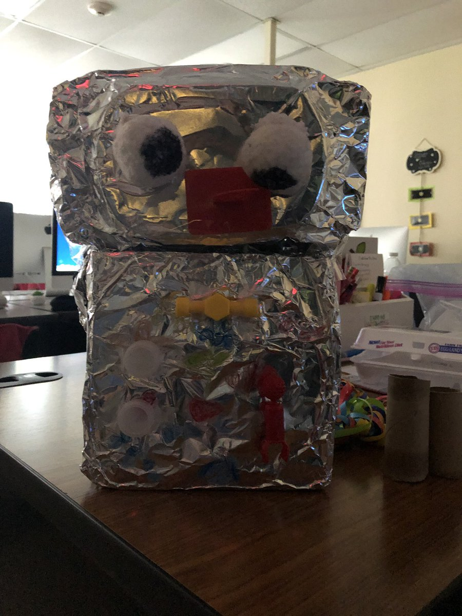 Making robots from recycled items on #EarthDay19 in #technology class. <br>http://pic.twitter.com/9PqR1osLFS