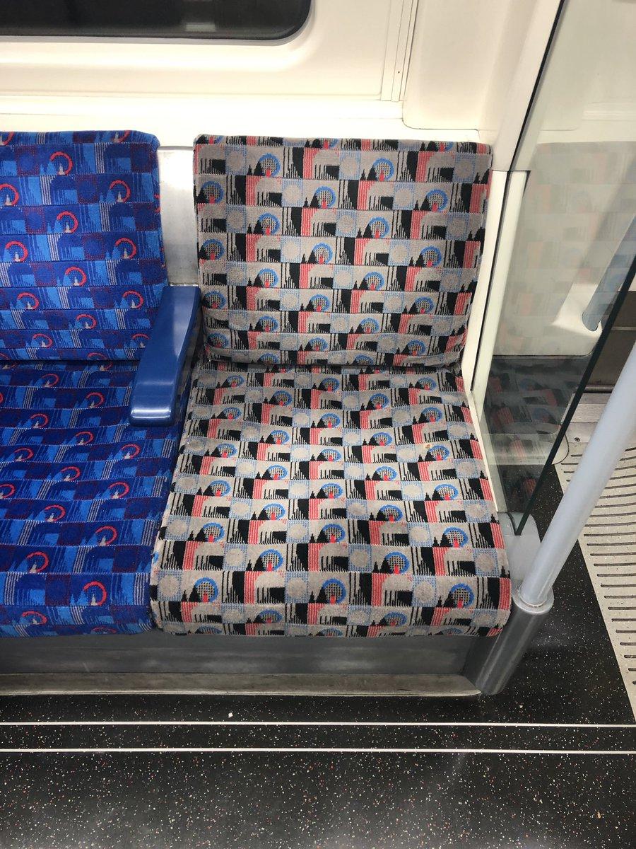 D4yN7YfXoAYogzQ - The Jubilee Line's priority seats