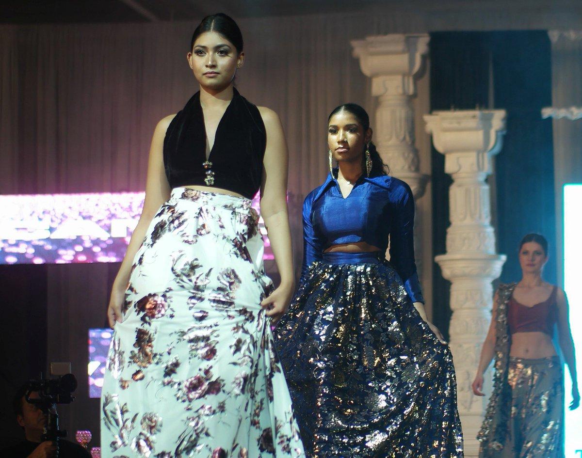 http://youtu.be/F-jCcDBWyuA  Models in Trendz By Jass Collection from Jashn Spring 2019 Fashion Week. #bollywooddesigner #bollywoodoutfits #jashn2019 #womensfashion  #highfashion #couture #fashionaddict #fashionmodel #eveningdress #fashiondesign #bollywoodfashion @pearlsnsequencepic.twitter.com/YmqGZvylIp