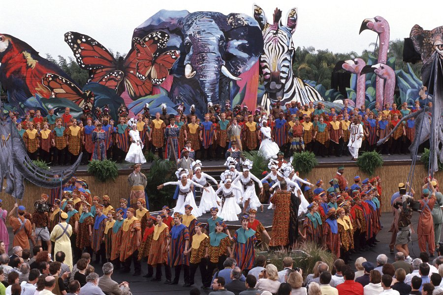 In honor of Disney&#39;s Animal Kingdom&#39;s 21st birthday, here is a picture of park&#39;s dedication ceremony in 1998! <br>http://pic.twitter.com/f0fu6Sw2Vy